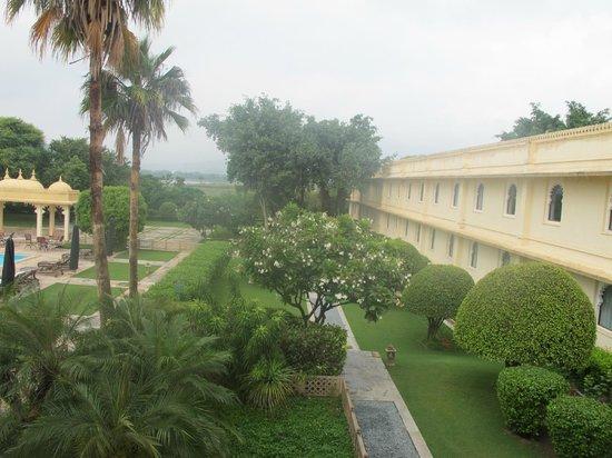 Trident Udaipur: beautifulyl manicured gardens