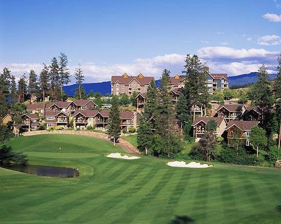 Predator Ridge Golf Resort: Cottages & Lodge with fairway views
