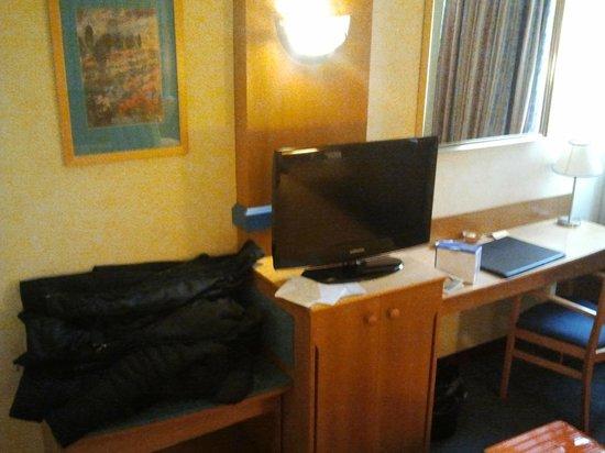 Gran Versalles Hotel : television