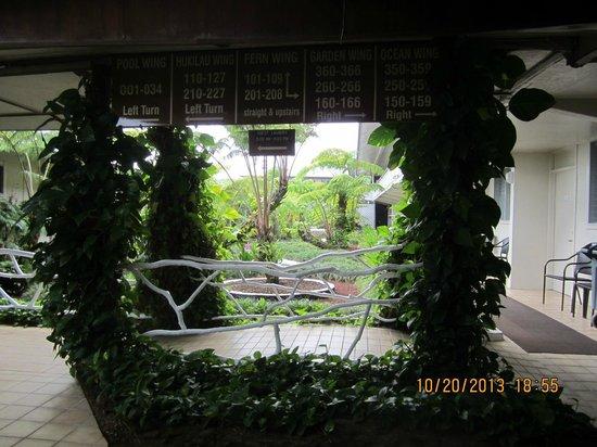 Hilo Seaside Hotel : Inside hotel
