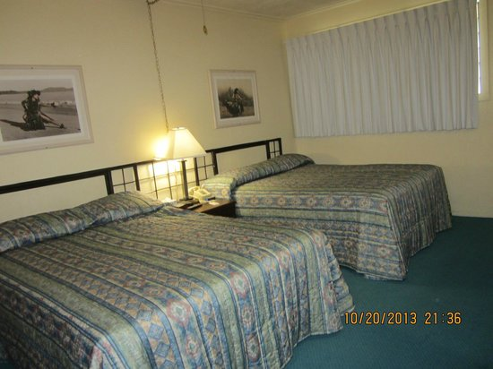 Hilo Seaside Hotel: Beds
