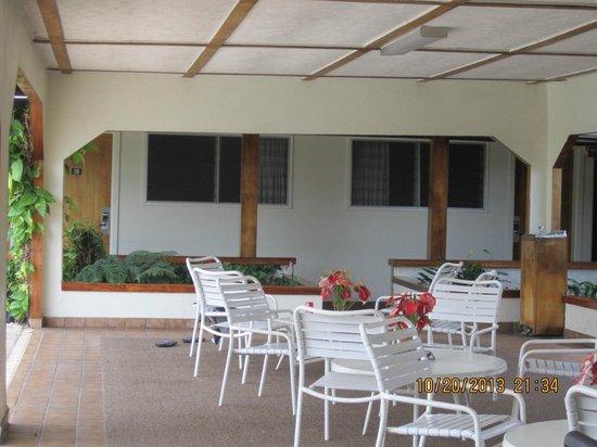 Hilo Seaside Hotel : Pool Area