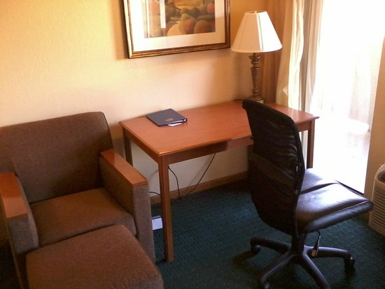 BEST WESTERN Country Inn - North: Desk