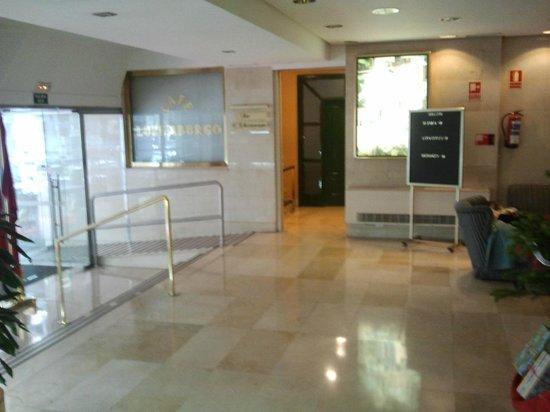 Gran Versalles Hotel : entrada del hotel