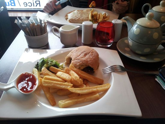 Cafe Cino: Burger with Fries