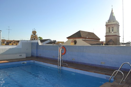 Hotel San Gil : piscina sul tetto dell'hotel