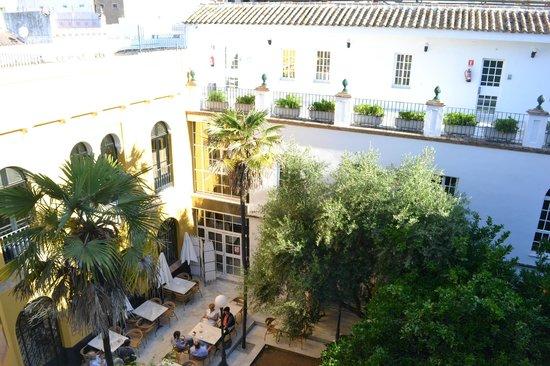 Hotel San Gil : giardino interno