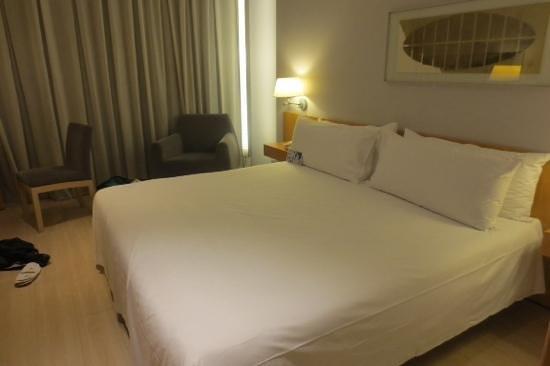 Tryp Barcelona Aeropuerto: Bed