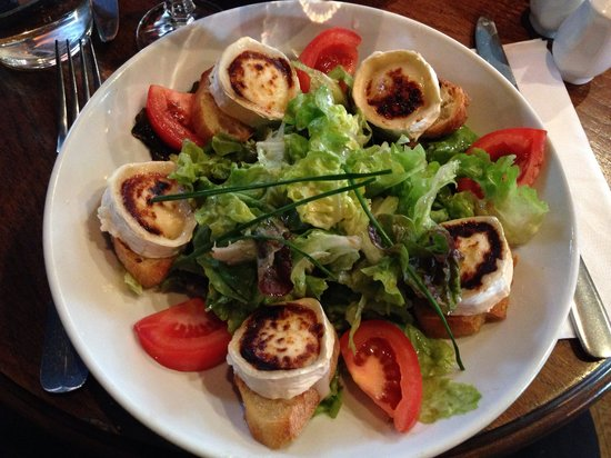 Carpe Diem Cafe: The amazing salad of chevre frais with honey topping