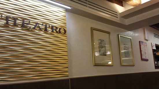 Al Theatro: interno del bar