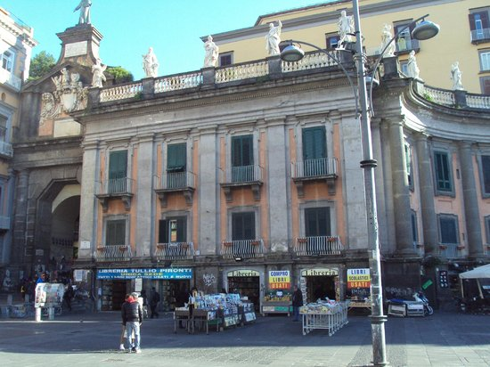 Portalba Relais : First floor rooms just above bookshops on Piazza Dante