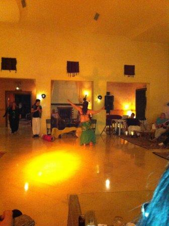 Yasmin Hammamet : Bellydancer at chich khan hotel