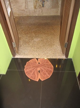Lanta Sand Resort and Spa: floor towel