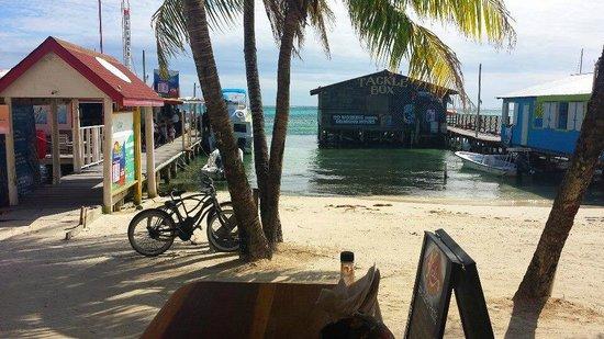 Doc'ks Tiki Bar & Grill: Oceanfront!