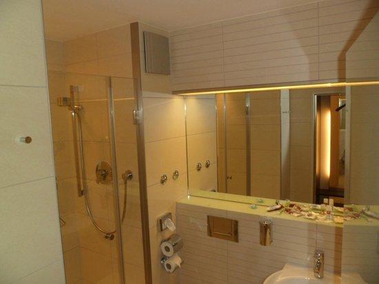 Leonardo Hotel München City West: Banheiro do quarto
