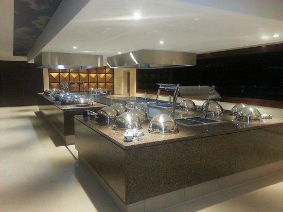 Warner Leisure Hotels Alvaston Hall Hotel: New carvery