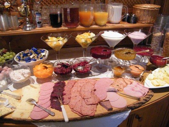 Hotel zur Post garni: breakfast buffet