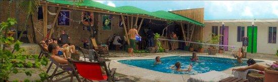 El Viajero Hostel Cali: Pool Volley Ball