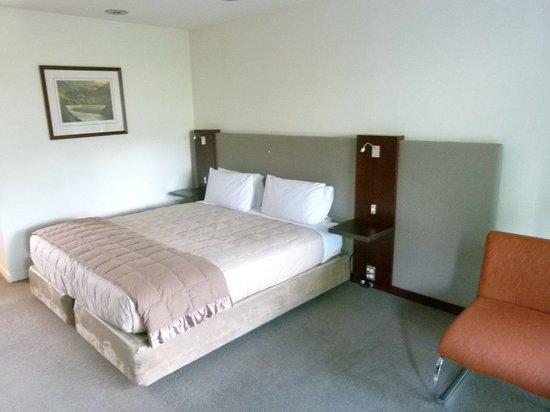 Garden Court Suites & Apartments : nice bed