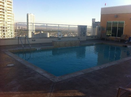 SpringHill Suites Las Vegas Convention Center: Roof top Pool