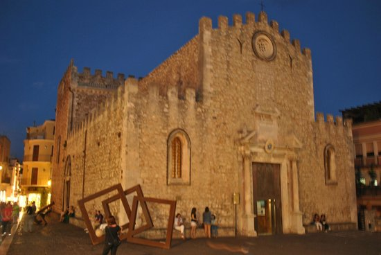 Cattedrale di Taormina : outside view
