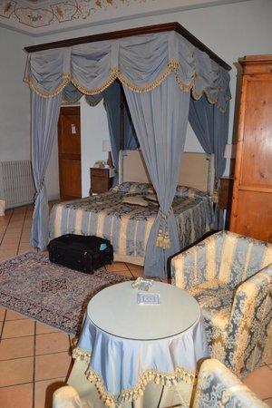 "Palazzo Dragoni: camera ""blu"""