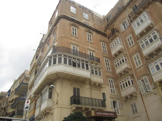 Grand Harbour Hotel: Facade of the hotel
