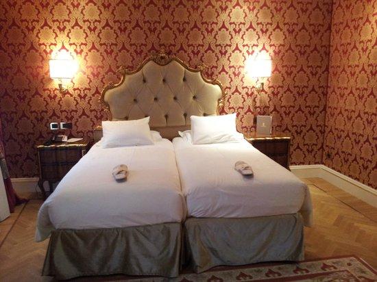 Hotel Ai Reali di Venezia: Camas individuales.