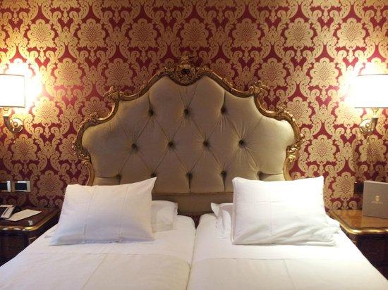Hotel Ai Reali di Venezia: Respaldo de terciopelo.