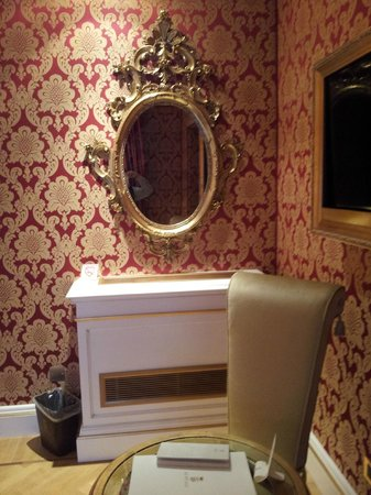 Hotel Ai Reali di Venezia: Espejo dorado.