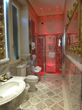 Hotel San Anselmo : Incredible bathroom