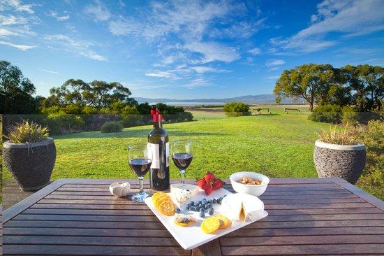 Yanakie, Αυστραλία: Coastal View Cabins Wine and Views
