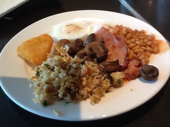 Travelodge Hotel Perth: cooked breakie, all the goodies, suppose to be on a diet, shsss!