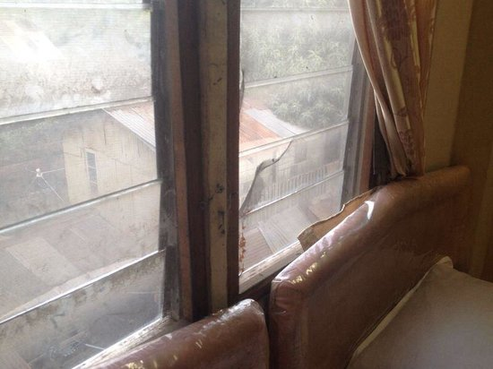 Triple H Hotel : Top mosquito netting on window