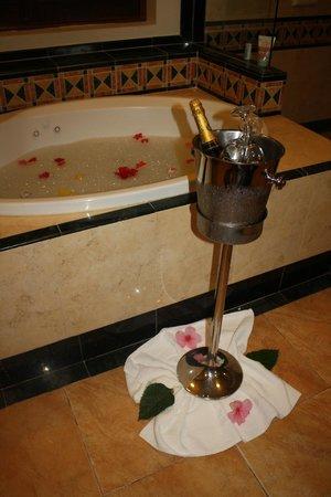 Sandals Montego Bay : Every night the butler ran the bath