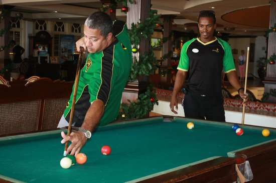 Sandals Montego Bay: Playing Pool with one of the Playmakers