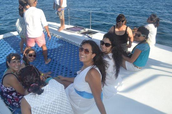 Paradise Catamarans: Plática, sonrisas, música y amigos