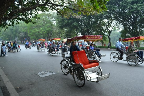 Rising Dragon Hotel: cyclo
