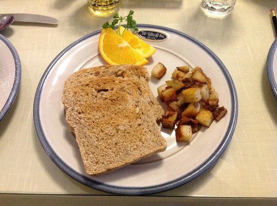 1898 Waverly Inn: Toast & Breakfast Potatoes