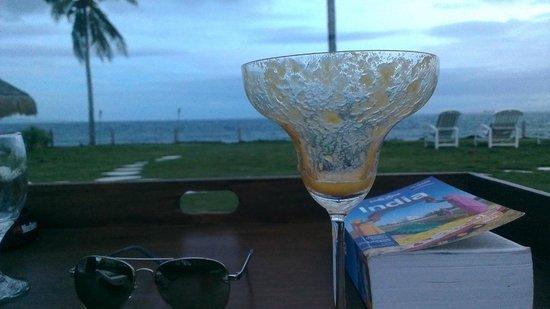 Sea Dream Resorts: Mango daquiri by the beach and pool