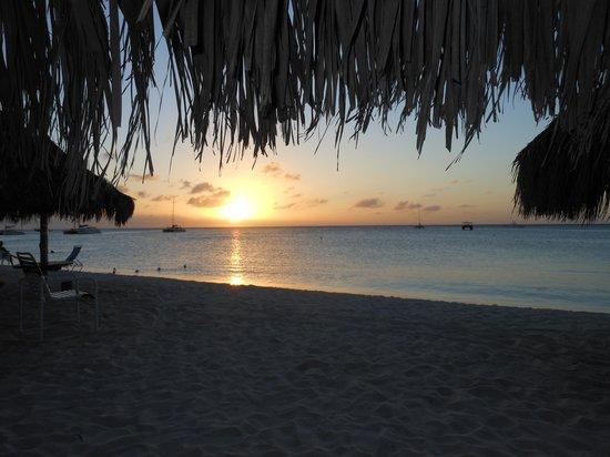 Playa Linda Beach Resort: Sunset on the Playa Linda Beach