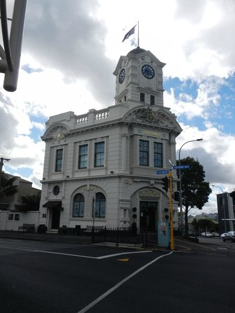 Zest Food Tours of Auckland: We began at the Old Post Office in Ponsonby