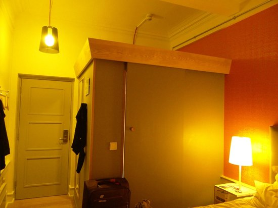 Grasshoppers Hotel Glasgow : The suite's bathroom