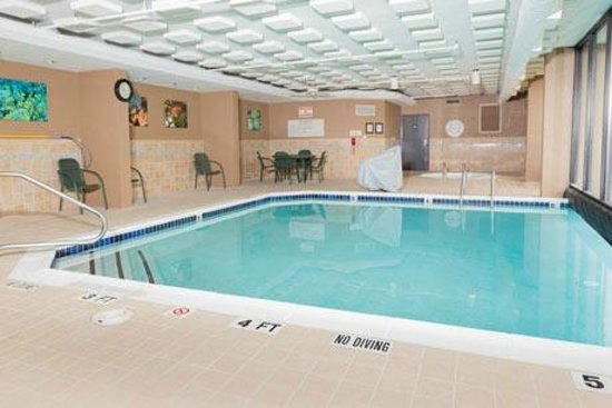 Drury Inn & Suites Houston Hobby Airport: Pool Area