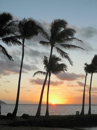 The Kahala Hotel & Resort : A beautiful sunrise at the beach