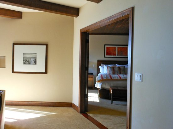 The Ritz-Carlton, Dove Mountain: Living area looking into BR, with double doors