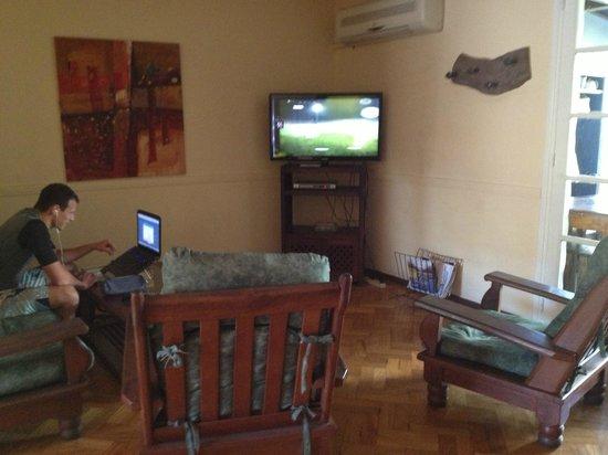 Hostel Alamo : Sala con TV