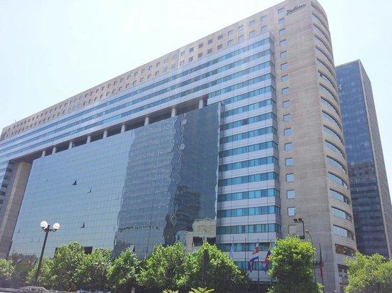 NH Collection Plaza Santiago : Fachada imponente
