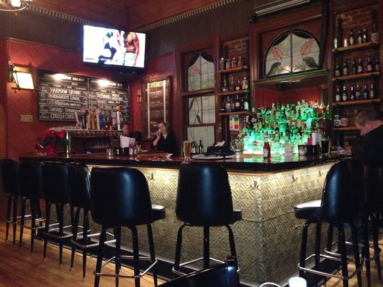 Windsor Station Restaurant & Barroom: The Bar