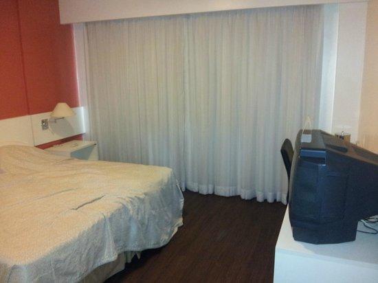 Everest Porto Alegre Hotel: quarto